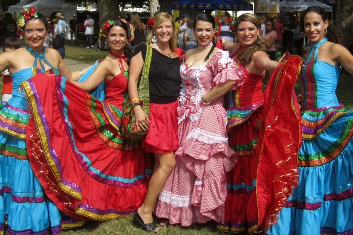 Kate Dana y Colombian Dancers
