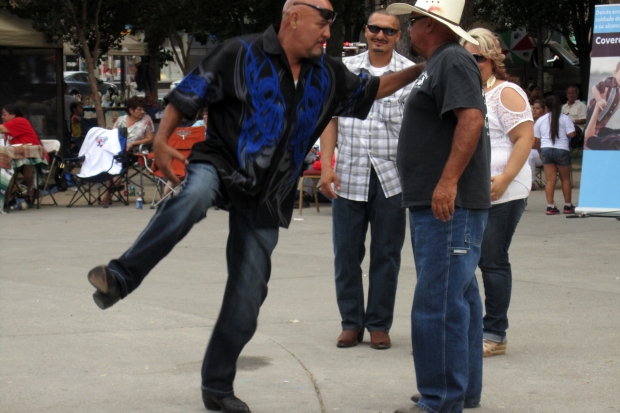 """Ah said, """"por favor, amigo, kick up YER heels!"""""""
