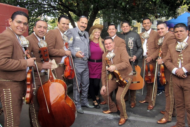 Mariachi Alas de México y Manuel de Mariachi Los Gallos