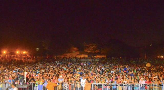 reina-crowd