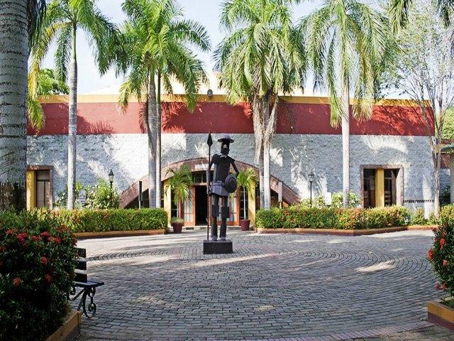 Pretty school. Photo Gimnasio Cartagena de Indias
