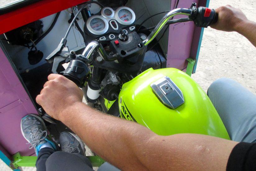 motocar-frontfeet